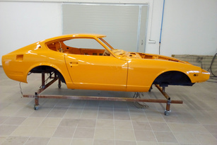 A top quality classic car restoration on a Japanese 1972 Bahama Yellow Datsun 240z. A great looking Yellow datsun 240z for sale online